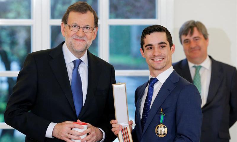 Javier Fernández, bicampeón del mundo de patinaje artístico, recibe la Medalla de Oro al Mérito Deportivo