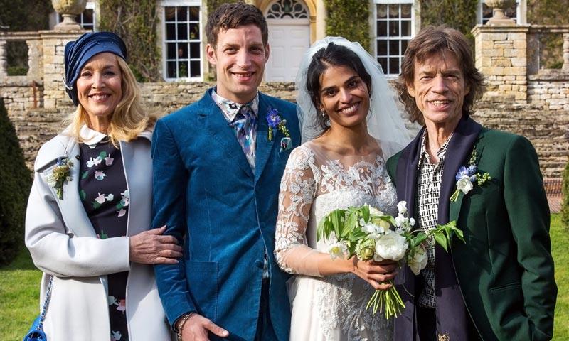 Mick Jagger y Jerry Hall con su recién estrenado marido, Rupert Murdoch, coinciden en la boda de su hijo