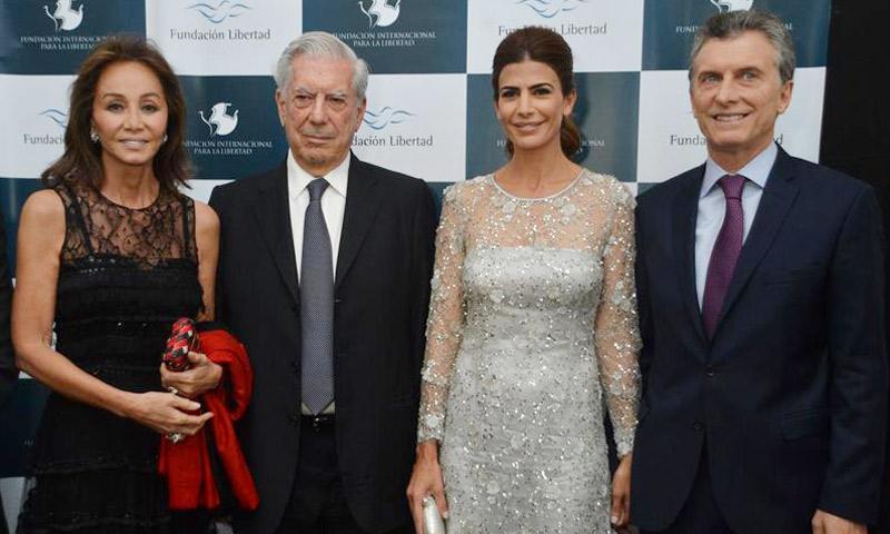 Isabel Preysler y Mario Vargas Llosa, cena benéfica con el presidente de Argentina y su mujer y después al teatro