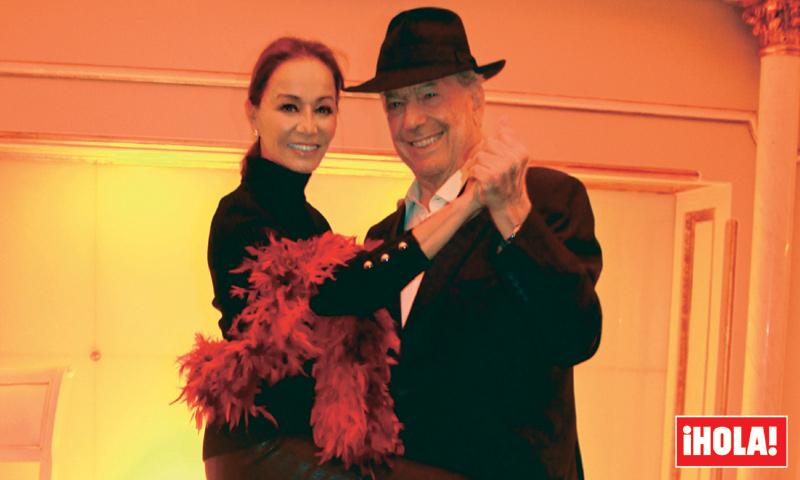 En ¡HOLA!, Isabel y Mario, su romántico tango, la verdad del divorcio y una sorpresa: ya le ha pedido que se case con él