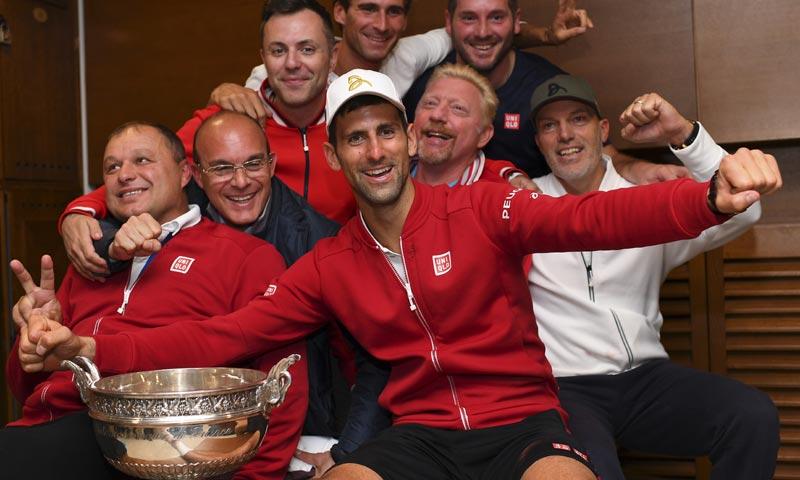 Djokovic cantando 'A mi manera' y 'Volare' tras su triunfo en Roland Garros ¡Tienes que verlo!