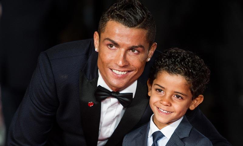 No sólo Cruz, hijo de Beckham, demuestra su talento cantando, ¿has escuchado al niño de Ronaldo?