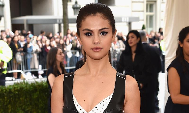 Selena Gómez rompe a llorar en medio de un concierto recordando a su buena amiga, Christina Grimmie
