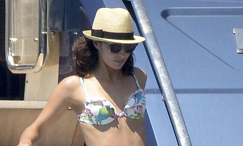 Xisca Perelló se luce en la cubierta del nuevo yate de Rafa Nadal