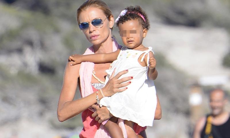 Esther Cañadas se va de vacaciones con la niña de sus ojos, su hija Galia