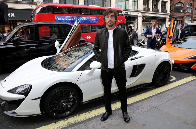 Fernando Alonso presenta la nueva marca. Hola