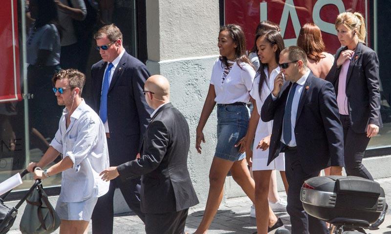 Tapas en El Retiro, compras por el centro… Michelle Obama y sus hijas revolucionan Madrid