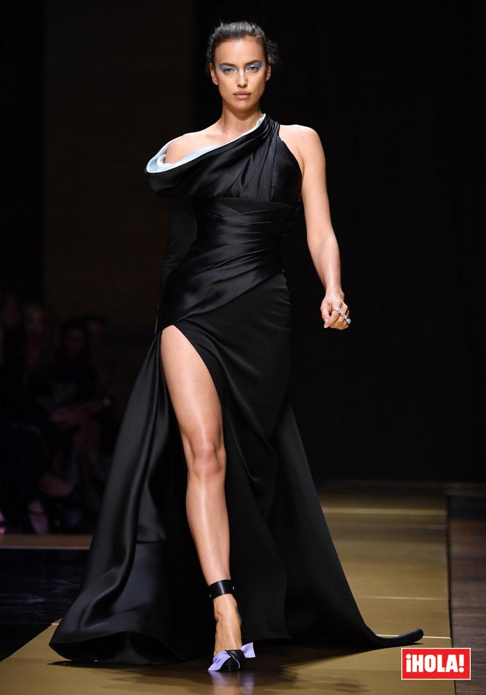 Irina Shayk desfiló en París y... ¿quién estaba allí para verla?