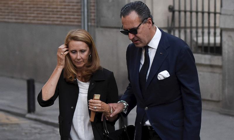 Jaime de Marichalar y su hija, Victoria Federica, en el funeral por su tío José María Saénz de Tejada
