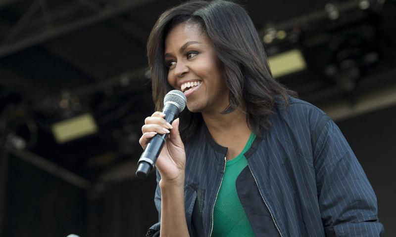 Una 'soltera' Michelle Obama mantiene en expectación al mundo