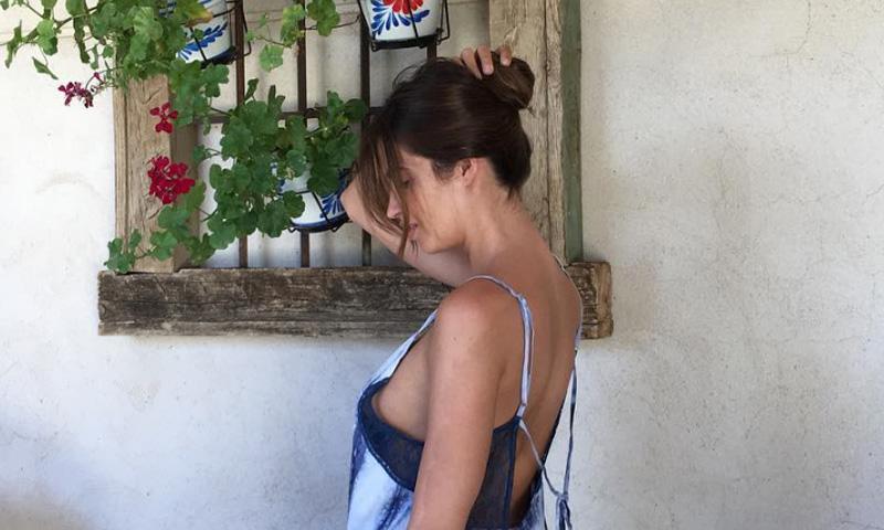 Con Iker Casillas a miles de kilómetros... Sara Carbonero se escapa a su pueblo