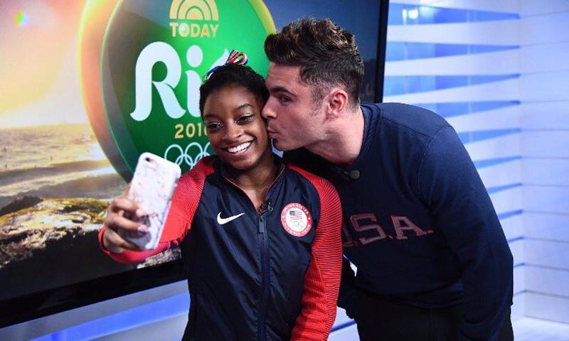 Simone Biles se despide de Río con cinco medallas y el beso de Zac Efron, su amor platónico