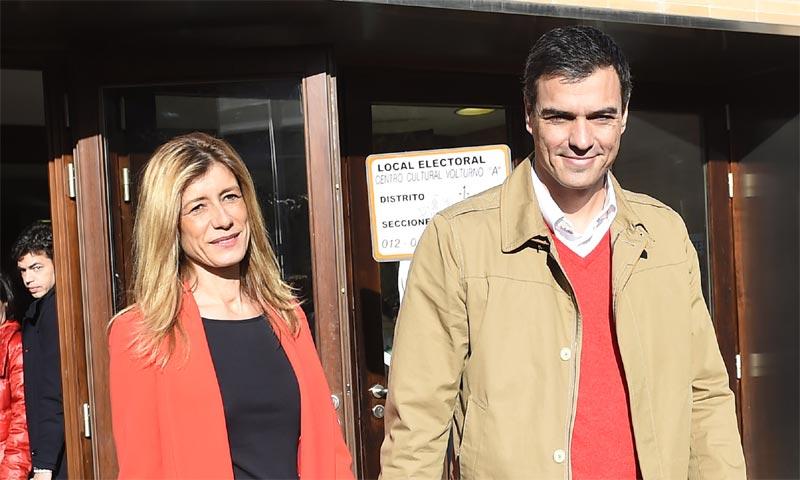 El ramo de flores que cada semana envía Pedro Sánchez a su esposa y otros detalles románticos de los políticos