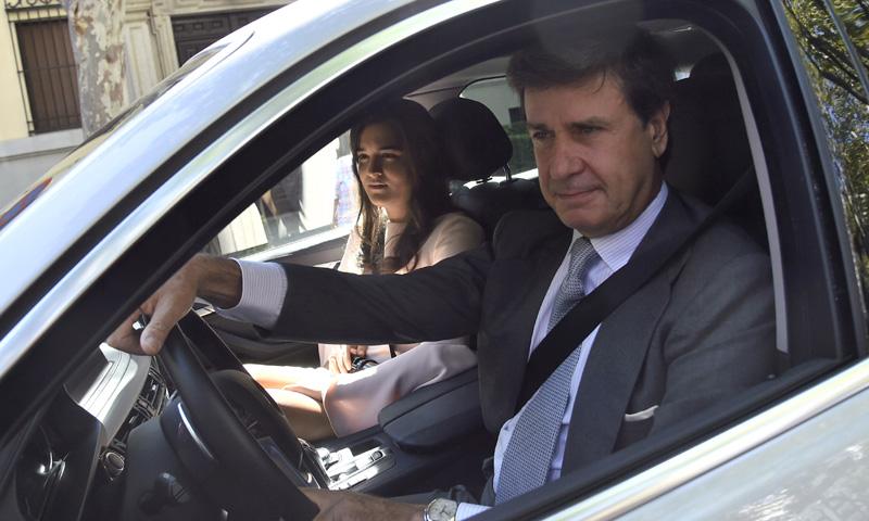Cayetano Martínez de Irujo asistió a la boda de su sobrino recién salido del hospital
