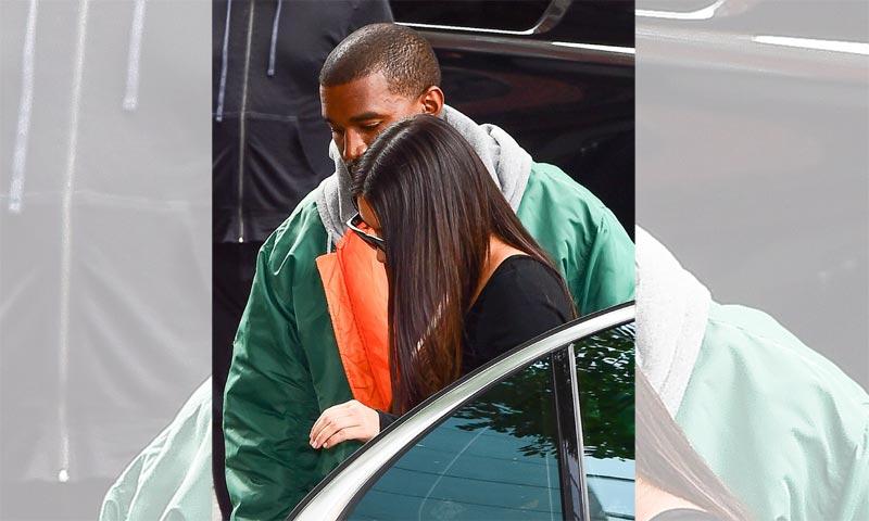 Kim Kardashian regresa a Estados Unidos sin su carísimo anillo, mientras su atraco es objeto de debate