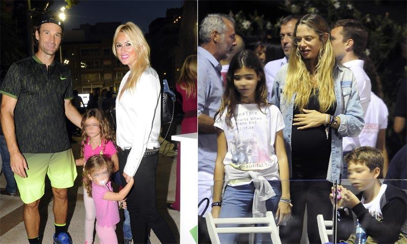 Carolina Cerezuela y Martina Klein animan en familia a Carlos Moyá y Álex Corretja