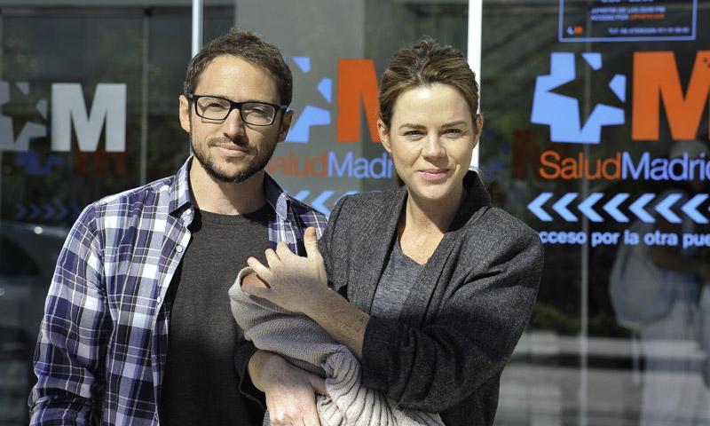 Amelia Bono sale del hospital con su cuarto hijo, Jaime