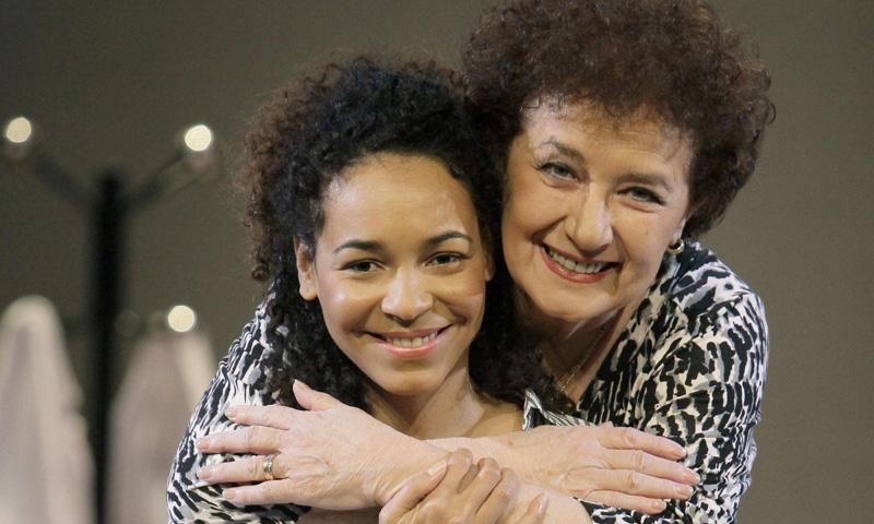 Beatriz Carvajal no esconde sus ganas de ser abuela