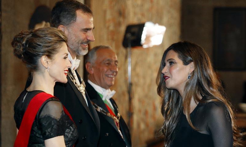 El cariñoso reencuentro de los Reyes con Sara Carbonero e Iker Casillas