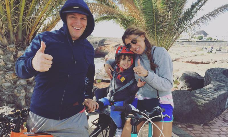 Manu Tenorio, días de bici y sol en familia en Lanzarote
