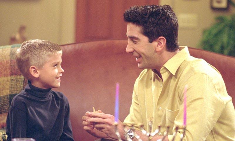 ¿Te acuerdas del hijo de Ross en 'Friends'? ¡Ni te imaginas cómo ha cambiado!