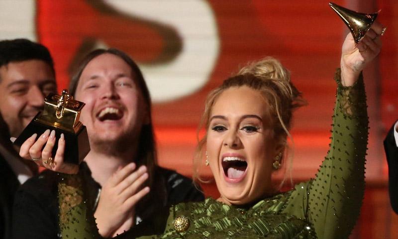 Adele confirma su boda con Simon Konecki