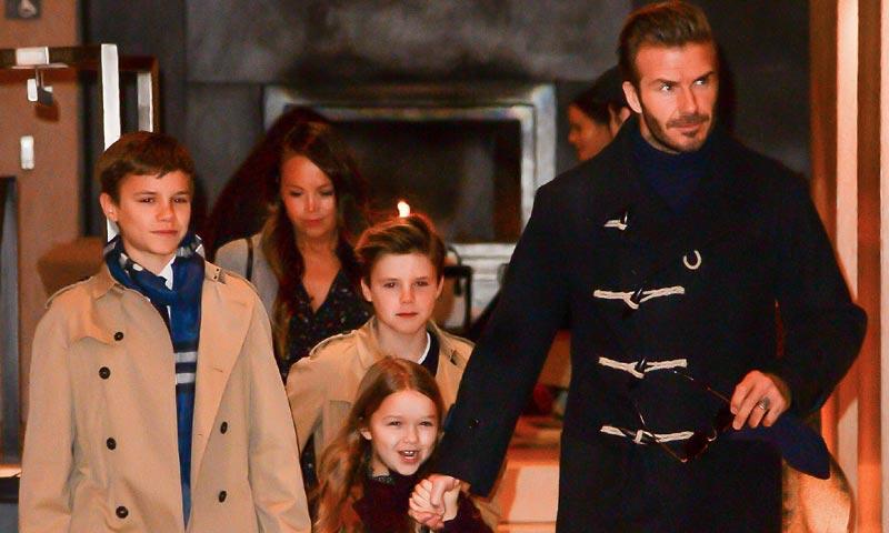 Los Beckham desembarcan en Nueva York entre pizzas y desfiles de moda