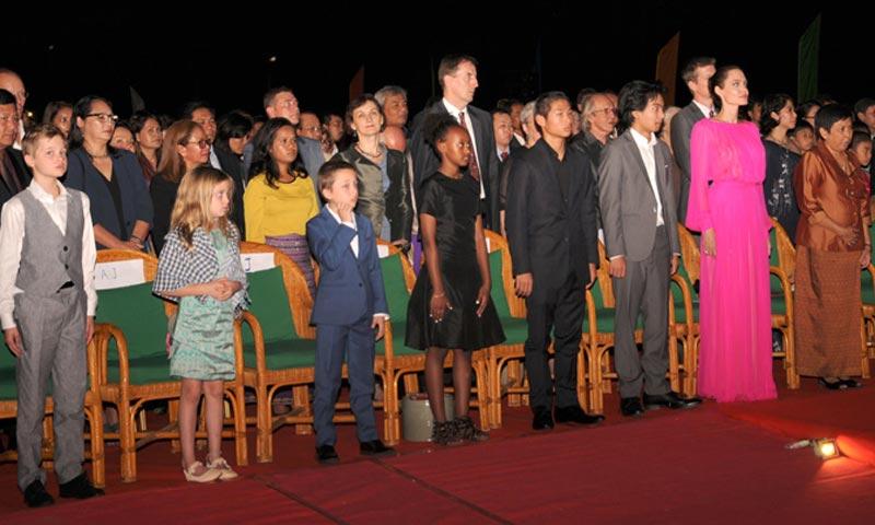 Los hijos de Angelina Jolie toman la palabra en el estreno de la película de su madre