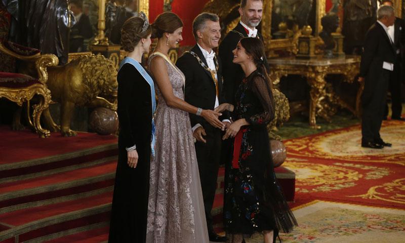 Tini Stoessel inaugura su vida en Madrid por todo lo alto: cena de gala con los Reyes
