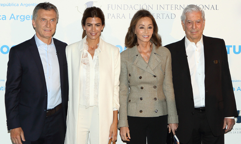 Un almuerzo entre amigas y coches sin dueño: la cita de Isabel Preysler y Mario Vargas Llosa con el Presidente argentino y su mujer