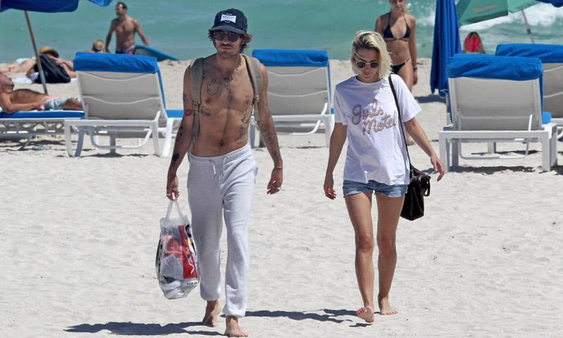 Ana Fernández convierte su viaje de trabajo a Miami en unas divertidas vacaciones con su novio, Adrián Roma