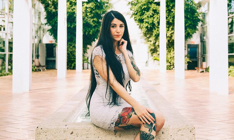 Descubre a Bely Basarte, la española que triunfa en YouTube y pone voz a las canciones de 'La Bella y la Bestia'