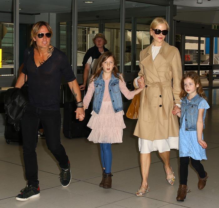 Nicole Kidman con su marido y sus hijas, Sunday Rose y Faith Margaret