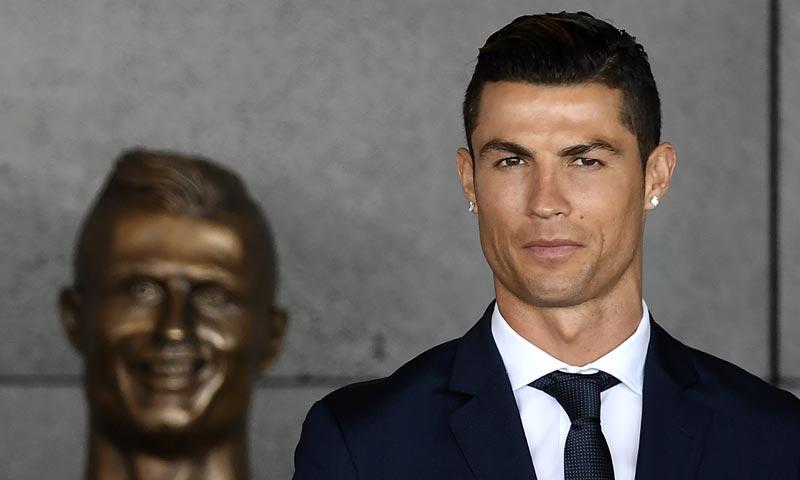 El busto de Ronaldo, el único que consigue robarle el protagonismo en las redes