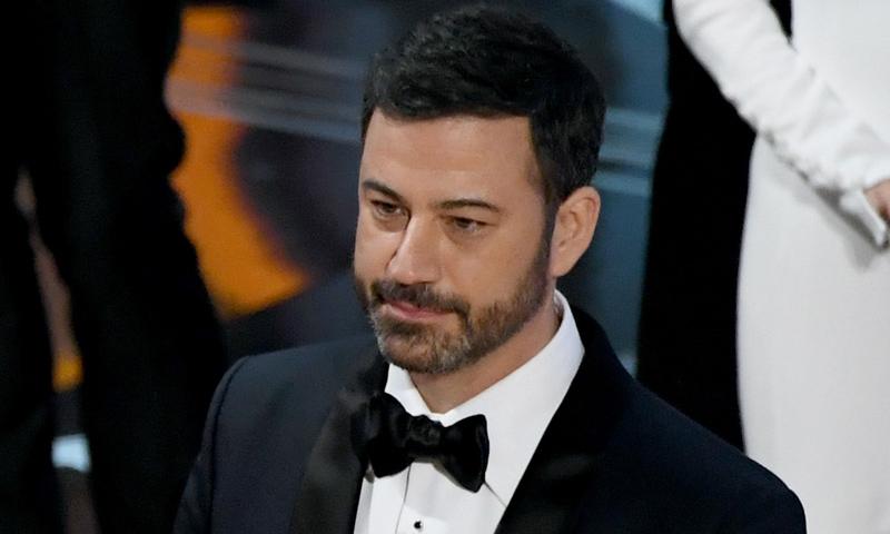 El presentador Jimmy Kimmel se emociona al recordar la operación a corazón abierto de su hijo recién nacido