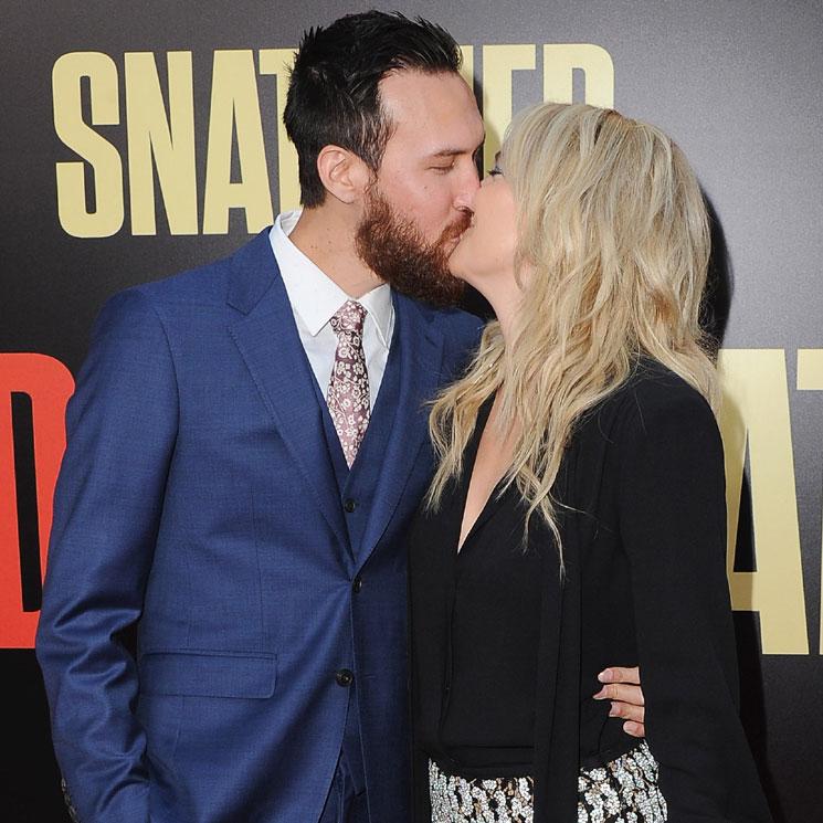 8b022edc47 Así se hace oficial un romance! Kate Hudson se come a besos a su ...
