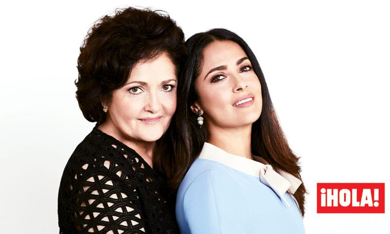 En ¡HOLA! Salma Hayek nos presenta a su madre, Diana, con quien posa por primera vez