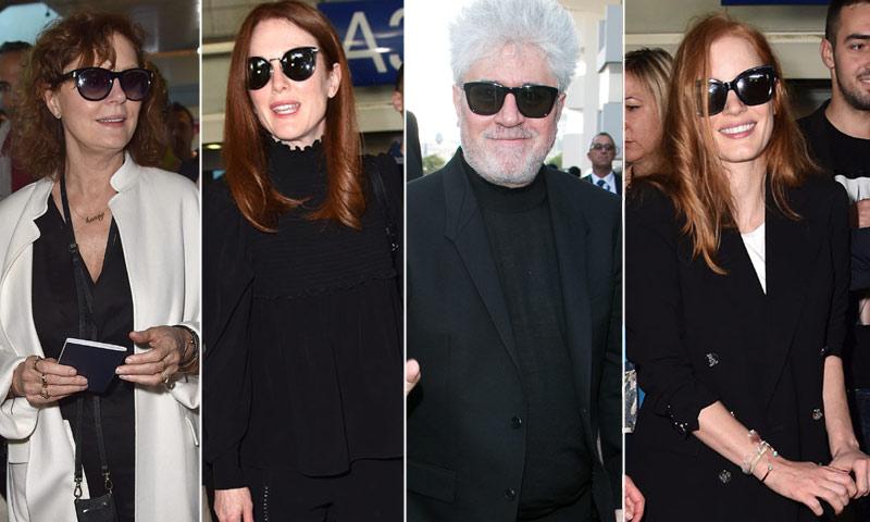 Pedro Almodóvar, junto a tres pelirrojas del cine, desembarca en Cannes al grito de ¡presidente!