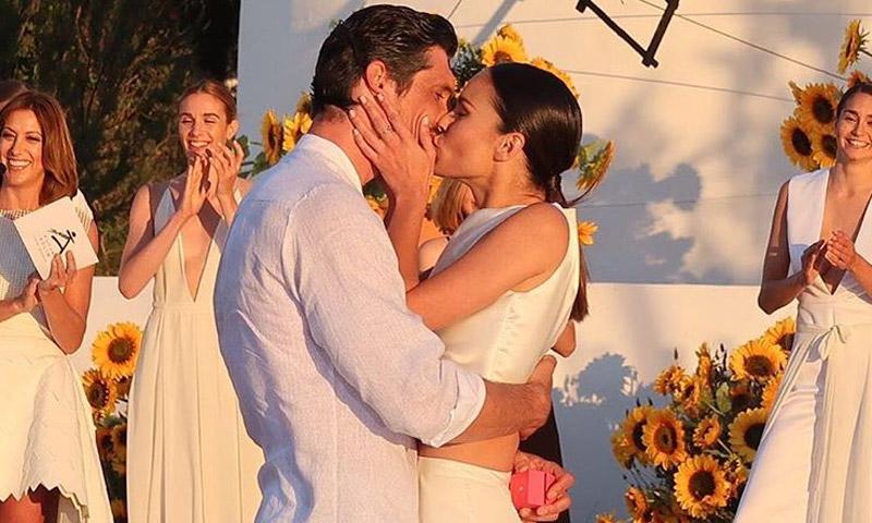 ¡Sobre la pasarela! El romántico 'sí, quiero' (casarme contigo) de Mireia Canalda a Felipe López