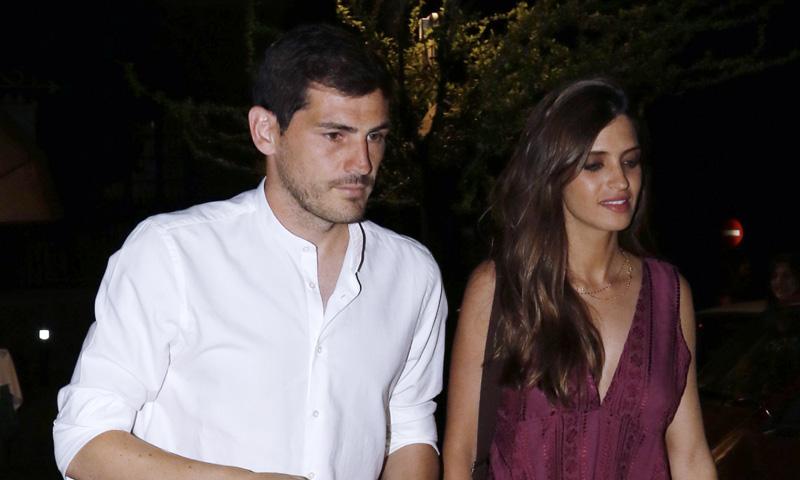 Iker Casillas y Sara Carbonero comienzan sus vacaciones con una gran fiesta en Navalacruz