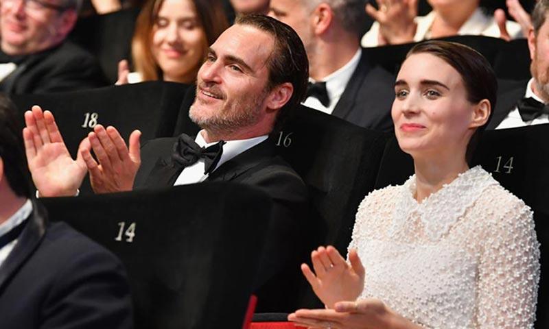 Rooney Mara y Joaquin Phoenix hacen oficial su noviazgo