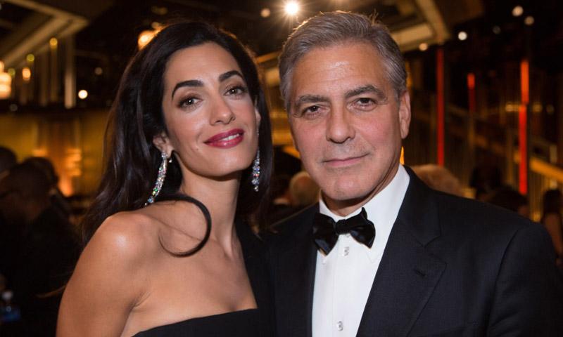 Los curiosos regalos con los que han dado la bienvenida a los mellizos de George y Amal Clooney