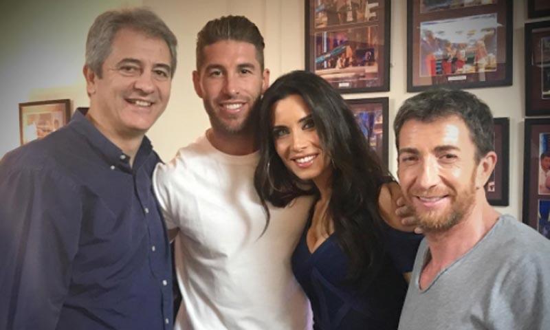 Sergio Ramos se 'cuela' entre el público para arropar a Pilar Rubio en su última aventura