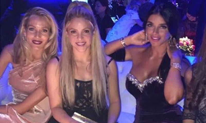 Así es el polémico vestido que ha lucido Shakira en la boda de Leo Messi y Antonela Roccuzzo