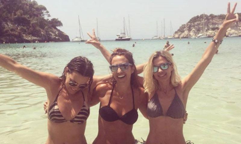 Paula Echevarría y sus vacaciones solo para chicas en Marbella y Menorca