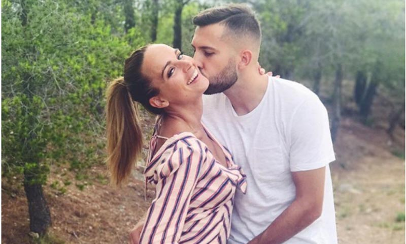 El azulgrana Jordi Alba y su novia Romarey Ventura esperan su primer hijo