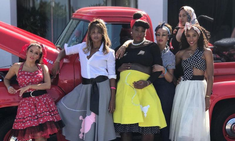El 'babyshower' de Serena Williams al más puro estilo años 50