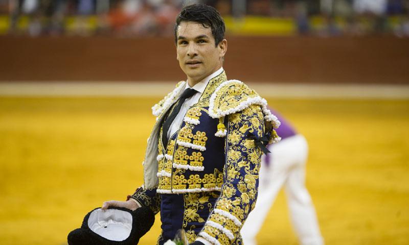 El torero José María Manzanares será operado de urgencia por una lesión cervical