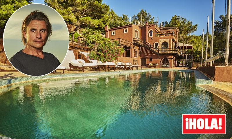 En ¡HOLA!, Nacho Cano nos abre las puertas de su refugio en Ibiza con cine de verano incluido