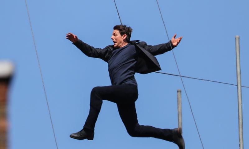 Las impactantes imágenes del accidente de Tom Cruise en una escena de alto riesgo de 'Misión Imposible 6'